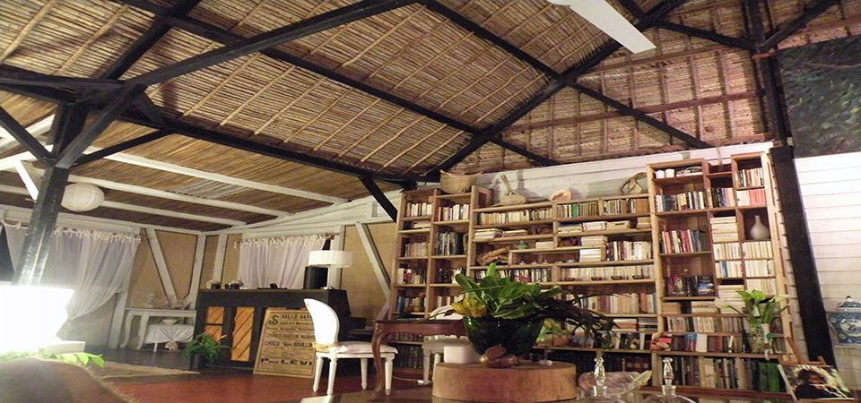 Loungebar-saintemarielodge-madagascar-6